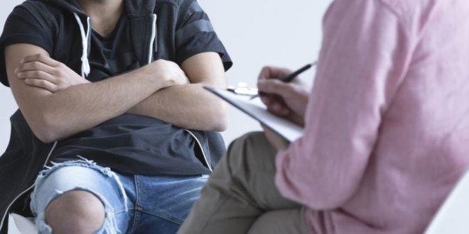 Πώς θα πείσω έναν συγγενή μου να επισκεφτεί ψυχολόγο;