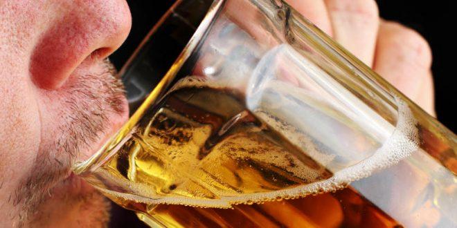 Όταν πίνω αλκοόλ, με πιάνει κάτι σαν σφάχτης στην κοιλιά. Γιατί συμβαίνει αυτό;