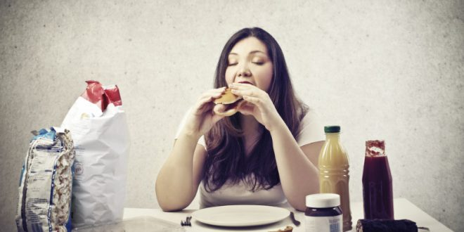 Η κόρη μου είναι παχύσαρκη. Πώς θα τη βοηθήσω να αλλάξει διατροφικές συνήθειες;