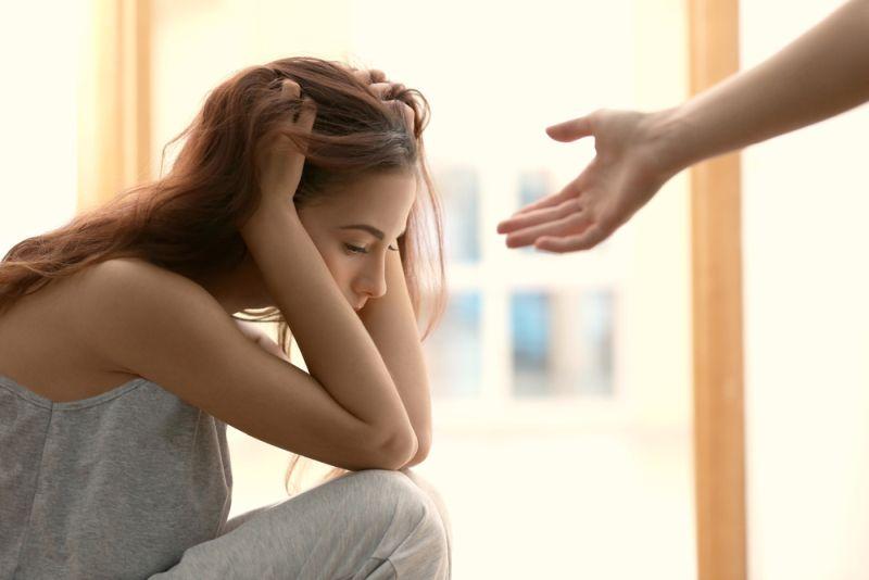 Κατάθλιψη: Πότε χρειάζεται ψυχολόγος και πότε ψυχίατρος
