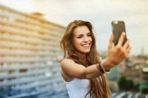 teen-selfie