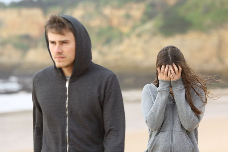 Πώς να πεις στον καλύτερό σου φίλο ότι βγαίνεις με την αδερφή του