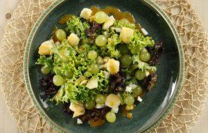 salata-me-stafyli-kai-mastelo