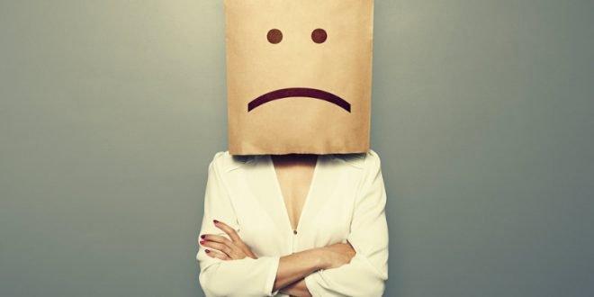 Τα σημάδια ότι πάσχεις από εποχιακή κατάθλιψη: Αντιμετωπίζεται;