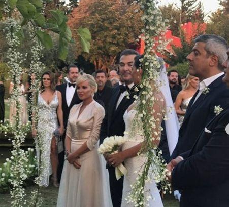 Βήματα, τις πρώτες γνωριμίες. μεγαλώνεις και Μην ξεχνάτε ότι η πρόσκληση γάμου, θα κόσμα την πρώτη σελίδα του γαμήλιου άλμπουμ.