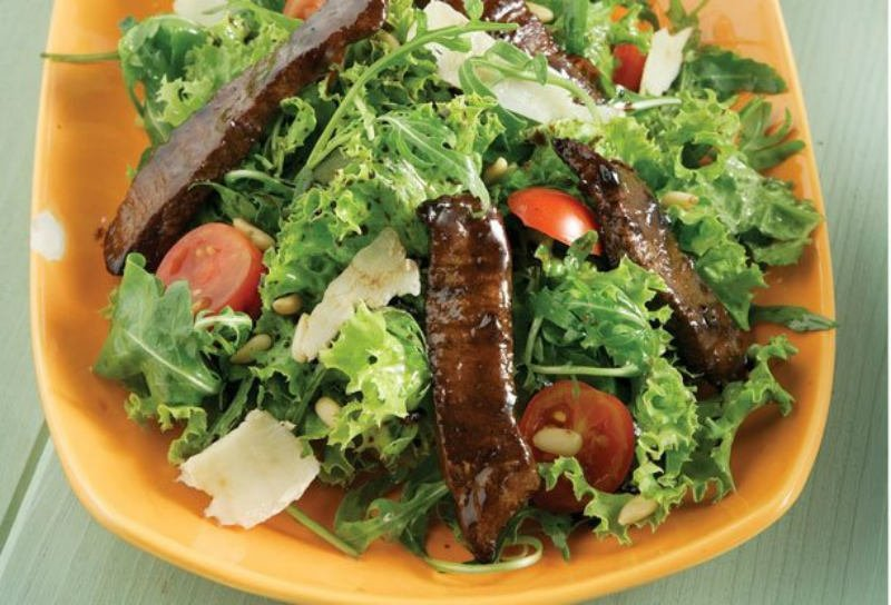 Salata-me-roka-kai-filetakia-mosxariou