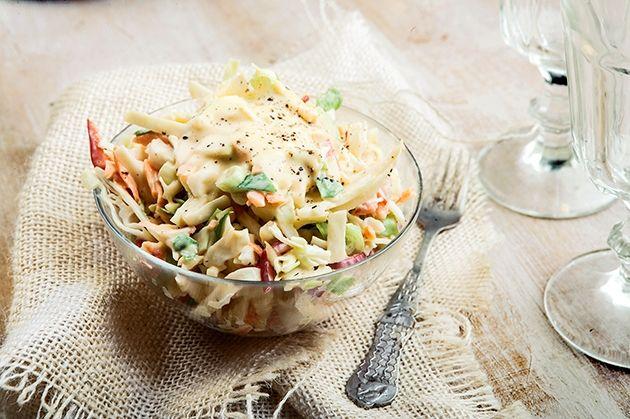 salata-coleslaw-me-spitikh-magioneza