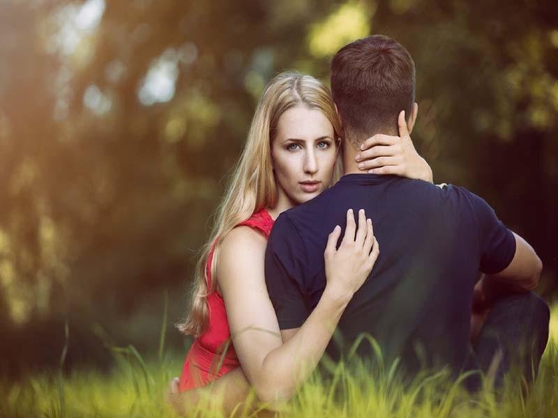 Πόσο καιρό «πρέπει» να μείνεις μόνος σου πριν τη νέα σχέση;
