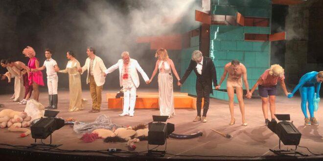 Η Άννα Δρούζα προτείνει την παράσταση «Νεφέλες» σε σκηνοθεσία Δ. Καρατζά