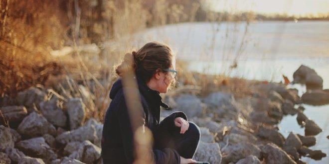Single σε έναν κόσμο δεσμευμένο: «Πρέπει» να έχεις σχέση για να είσαι καλά;