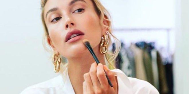 Το μακιγιάζ που προτιμά η Χέιλι Μπίμπερ και είναι τέλειο για ό,τι και αν έχεις να κάνεις