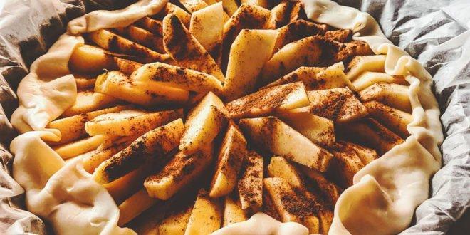 Αφρατή, μοσχομυρτιστή μηλόπιτα: Απολαύστε τη με 3 κινήσεις μόνο!