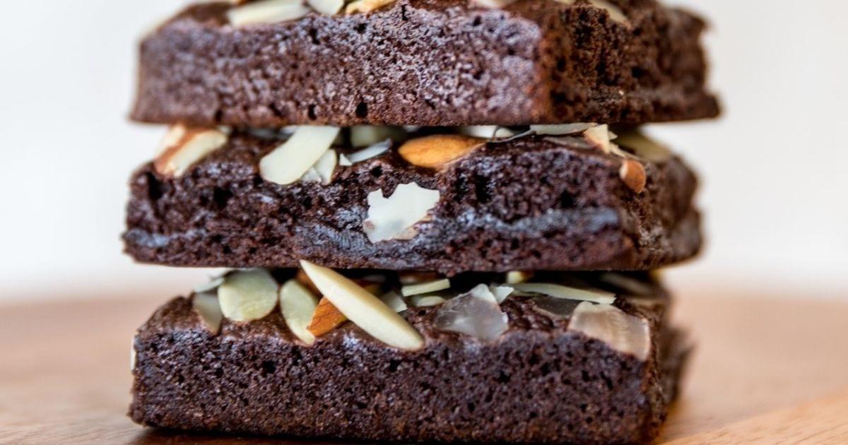 Κέικ-πρωτεΐνης-με-σοκολάτα-και-αμύγδαλα