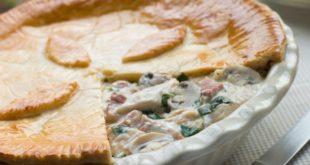 Πεντανόστιμη-ανάποδη-κοτόπιτα-με-κρέμα-γάλακτος-και-μανιτάρια