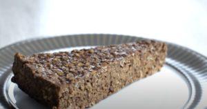 Πανεύκολο-σοκολατένιο-κέικ-βρώμης-με-3-υλικά-(χωρίς-ψήσιμο)
