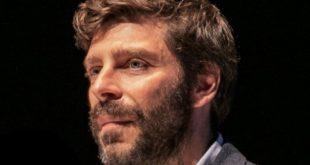 Νικόλας-Γιατρομανωλάκης:-Οι-σπουδές-στο-Harvard,-το-Ποτάμι,-η-θέση-του-Γενικού-Γραματέα,-ο-τίτλος-του-Υφυπουργού-και-η-ομοφυλοφιλία