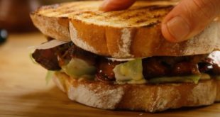 Το-απόλυτο-σάντουιτς-με-μπριζολάκια-και-καραμελωμένα-κρεμμύδια!!!