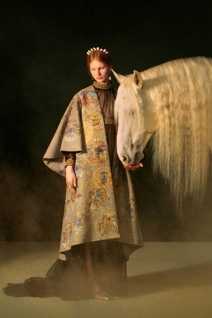 Dior haute couture: Ταρώ το θέμα της ταινίας μικρού μήκους του Matteo Garrone - BORO από την ΑΝΝΑ ΔΡΟΥΖΑ