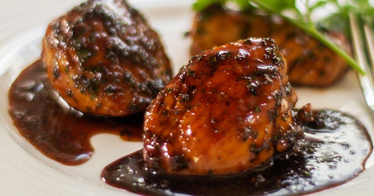 Κοτόπουλο-με-σάλτσα-από-βαλσάμικο,-μέλι-και-βότανα-(Μόνο-210-θερμίδες)