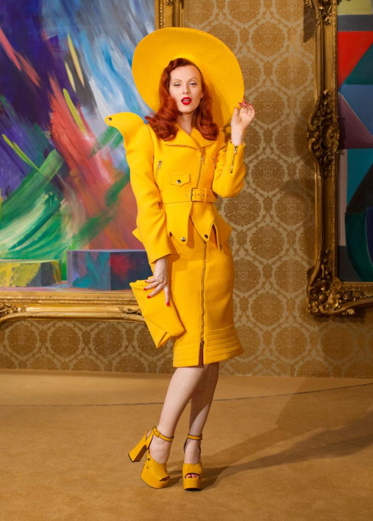 Η νέα συλλογή AW21 του οίκου Moschino έχει κάτι από την παλιά αίγλη του Hollywood