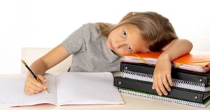 Ποια-είναι-τα-προβλήματα-που-αντιμετωπίζουν-τα-παιδιά-με-μαθησιακές-δυσκολίες-στη-τηλεκπαίδευση;-Συμβουλές-προς-καθηγητές-και-γονείς.