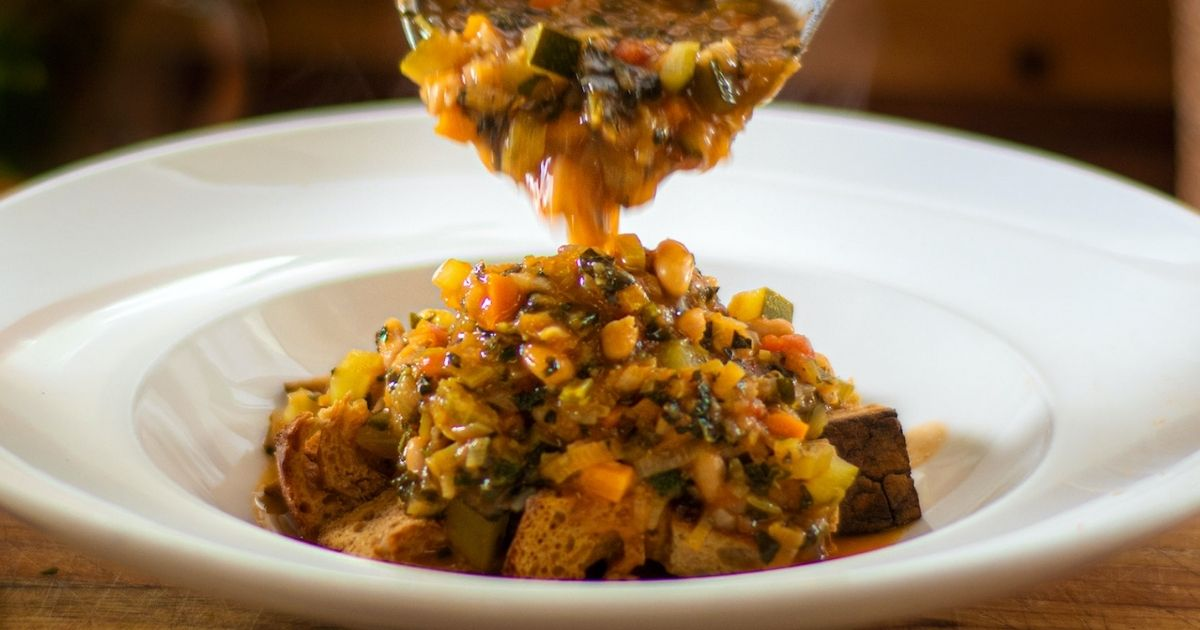 Ribollita:-Η-Ιταλική-σούπα-λαχανικών-με-τραγανά-κρουτών