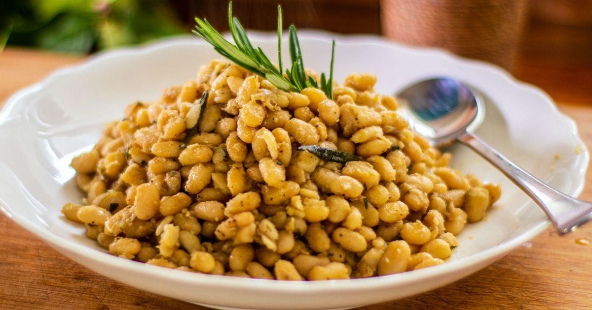 Λευκά-φασόλια-με-σκόρδο-και-δεντρολίβανο-(Νηστίσιμο-πιάτο)