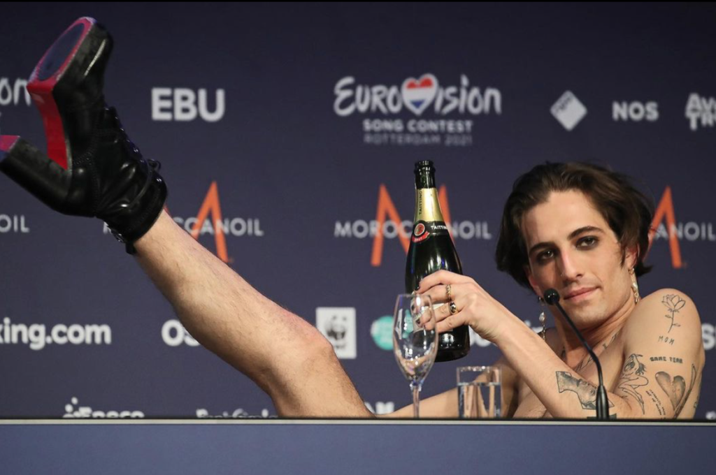 "Damiano David: Η ""ομοφυλοφιλία"", ο κρυφός αρραβώνας, η 2η θέση στο X Factor, η νίκη στην Eurovision και οι φήμες για τα ναρκωτικά - BORO από την ΑΝΝΑ ΔΡΟΥΖΑ"