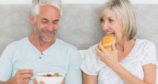 Οι 4 διατροφικές αλλαγές που πρέπει να πραγματοποιήσετε αν είστε άνω των 50