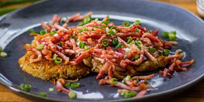 Κροκέτες πατάτας με φρέσκο γιαούρτι και τραγανό μπέικον